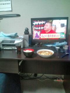 パソコンデスクと麻婆豆腐