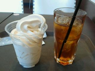 ソフトクリームと紅茶
